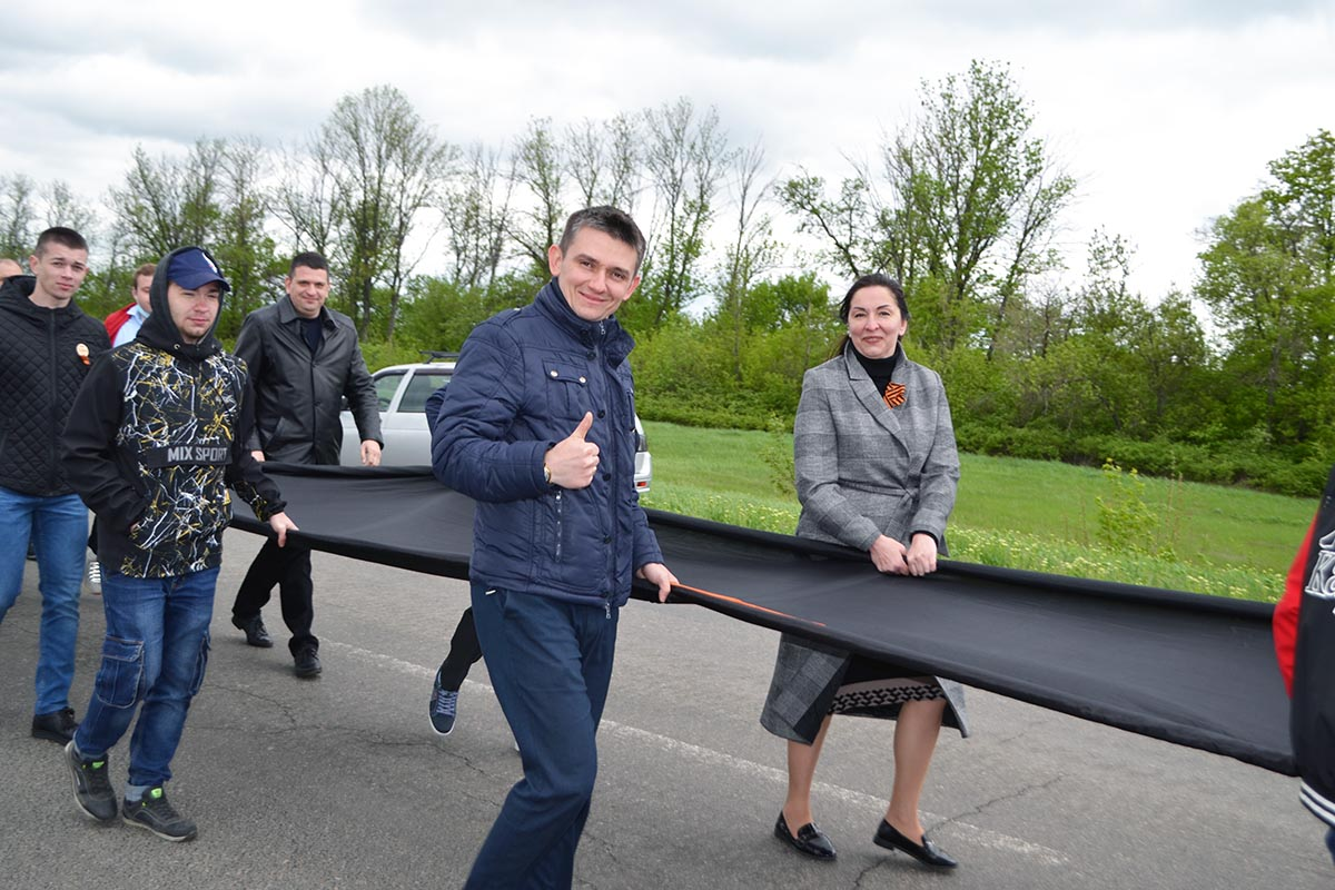 У памятника «Комбату» развернули 300-метровую Георгиевскую ленту 8