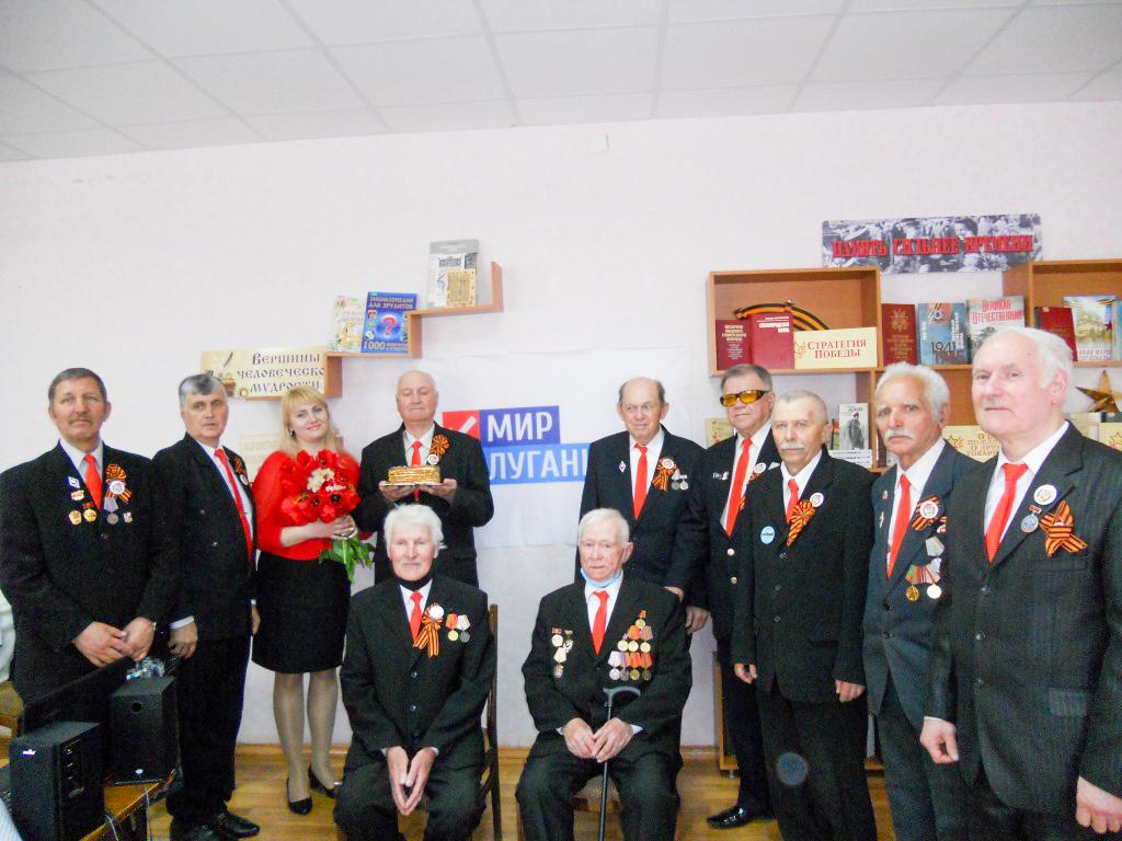 В Стахановской городской библиотеке состоялась встреча-воспоминание «Помни их имена»