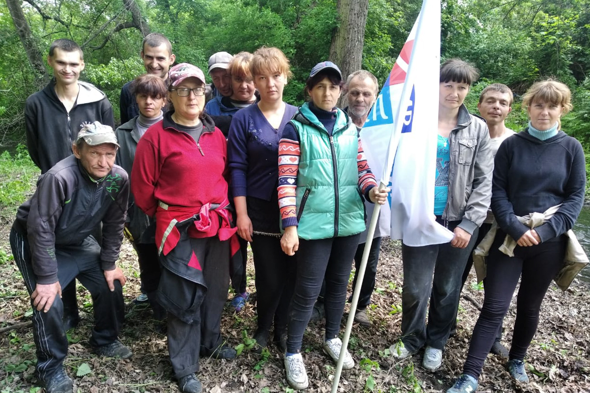 Активисты из Миусинска провели субботник у реки и ликвидировали затор 3