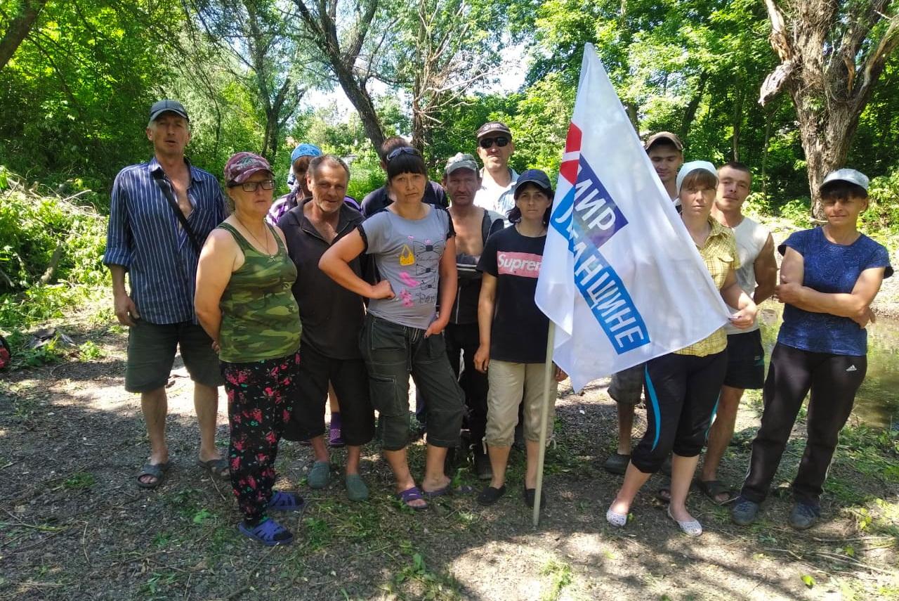 Активисты движения убрали от мусора прибрежную зону и ликвидировали затор на реке Миус