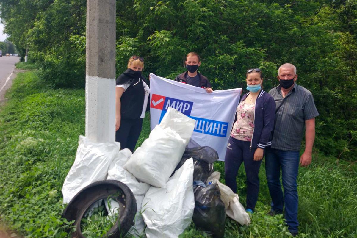 В посёлке Тельмана активисты ОД «Мир Луганщине» провели субботник