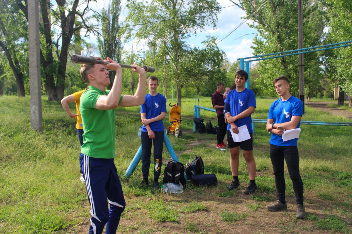 В Славяносербске состоялось соревнование по кроссфиту 1
