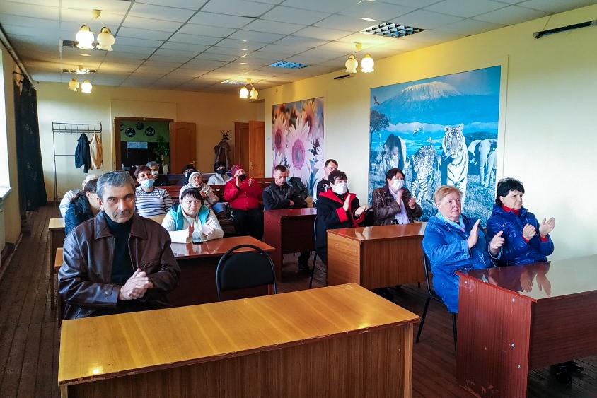 Информационный час «Моя Республика - моя земля!» провели брянковские активисты ОД «Мир Луганщине»