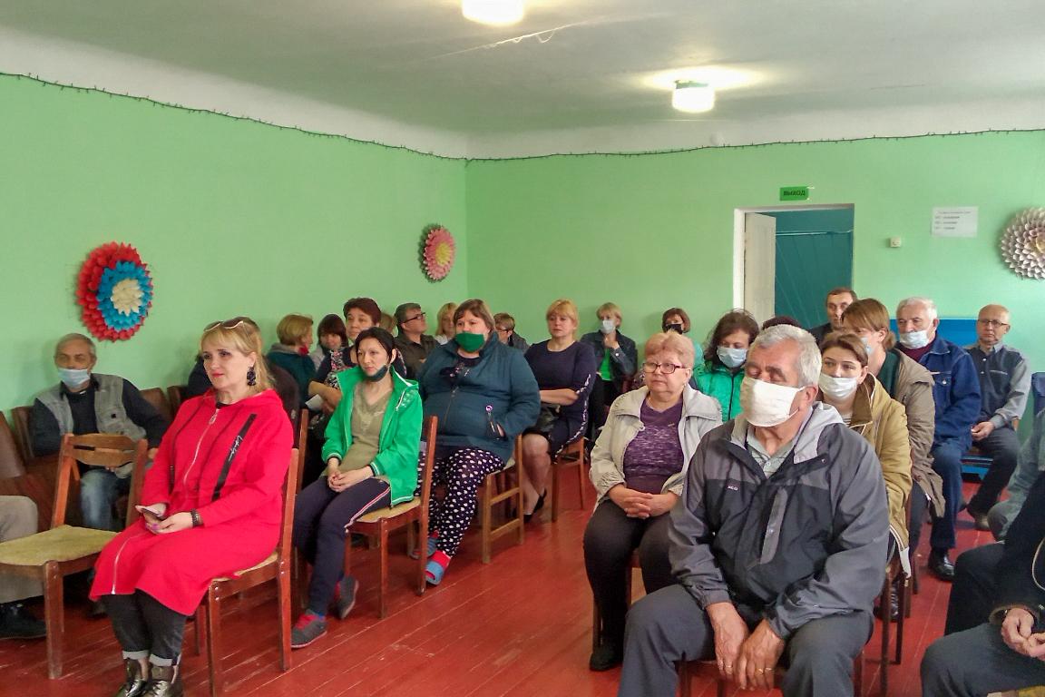 Павел Малый провёл встречу с жителями жилого массива Краснополье города Брянки 2