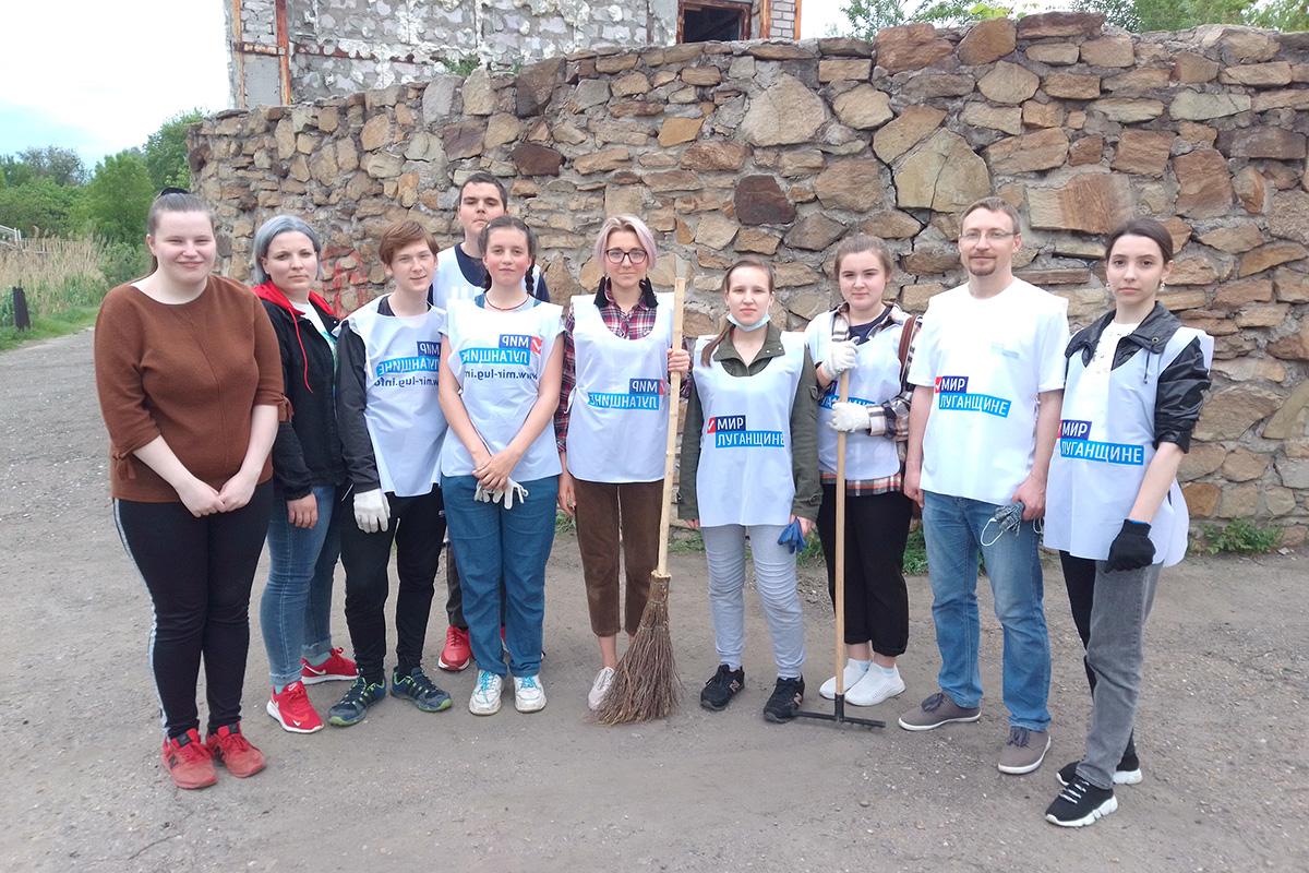 Активисты ОД «Мир Луганщине» провели субботник в Алчевске