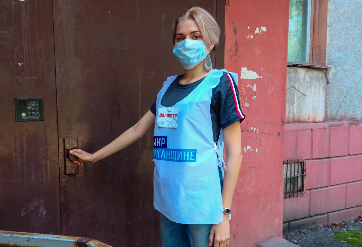 Волонтеры акции «Рука помощи» помогли жительнице Алчевска