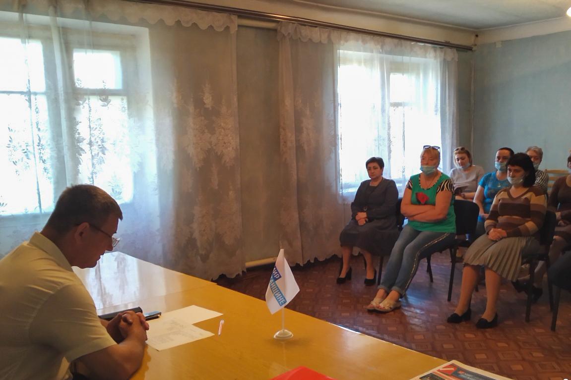 Депутат Павел Малый встретился с жителями пгт Южная Ломоватка