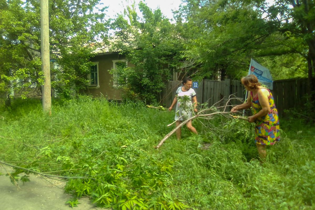 Активисты села Белоскелеватое помогли одинокой пенсионерке