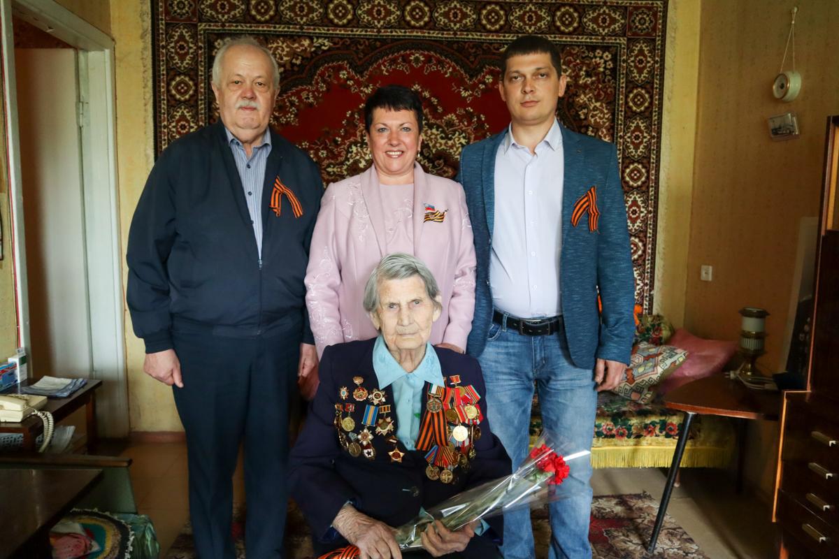 В Луганске ветеранов Великой Отечественной войны поздравили с Днём Победы 2