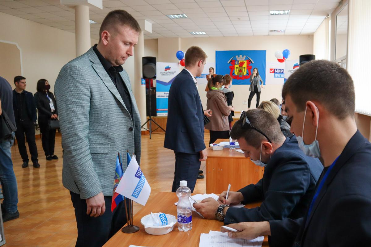 Председатель и депутаты Народного Совета ЛНР проголосовали за депутатов Молодёжного парламента 3