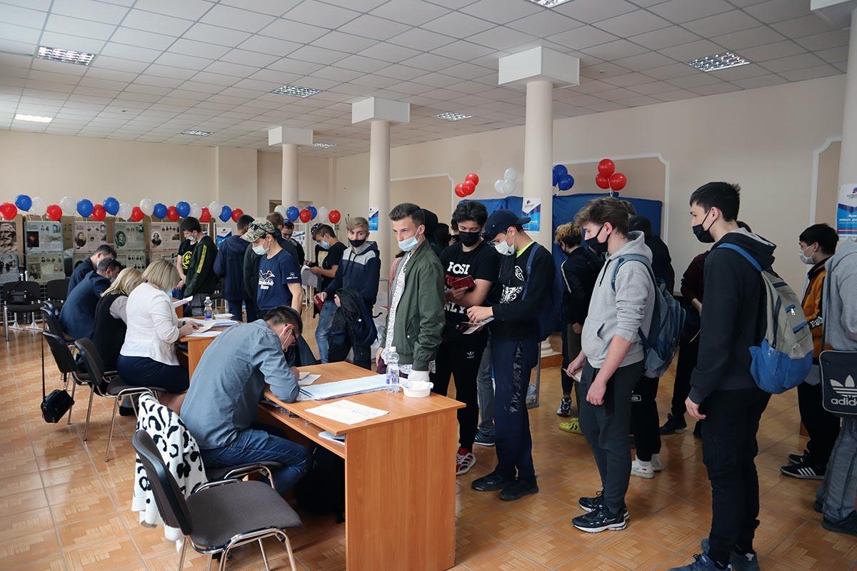 Более 18 тысяч проголосовали на выборах депутатов Молодёжного парламента ЛНР