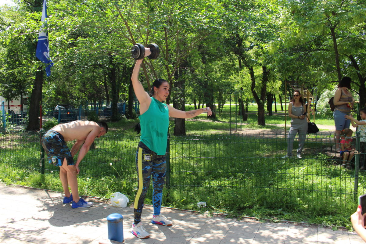 Активисты проекта «Дружина» провели соревнования по кроссфиту в луганском парке 2
