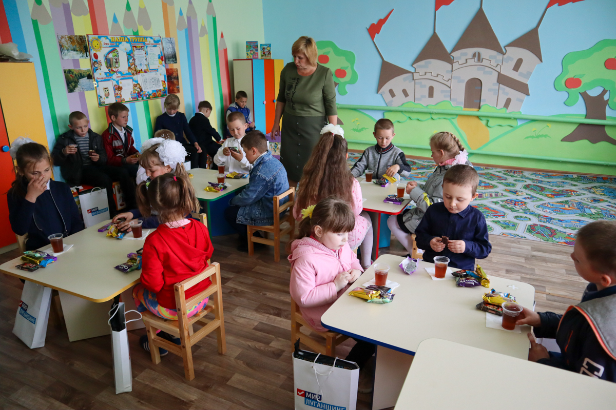 Активисты проекта «Волонтёр» провели развлекательную программу и подарили подарки детям из посёлка Малоивановка 1