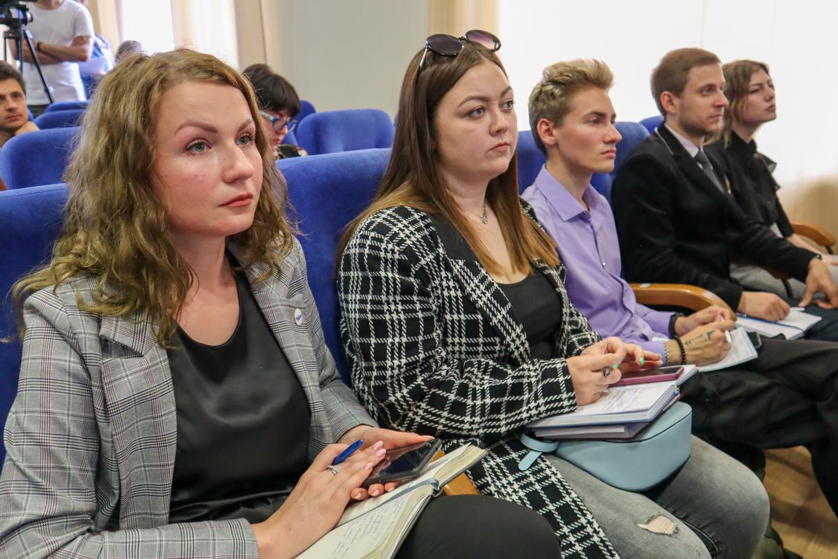 Представители Правительства и министерств ЛНР встретились с работниками ОД «Мир Луганщине» 8