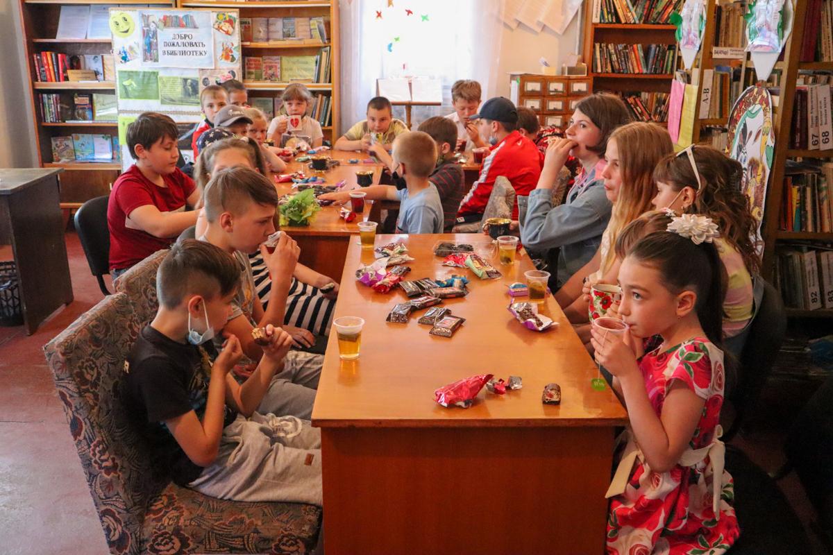 Активисты проекта «Волонтёр» передали настольные игры для детей отдаленных поселков города Ровеньки