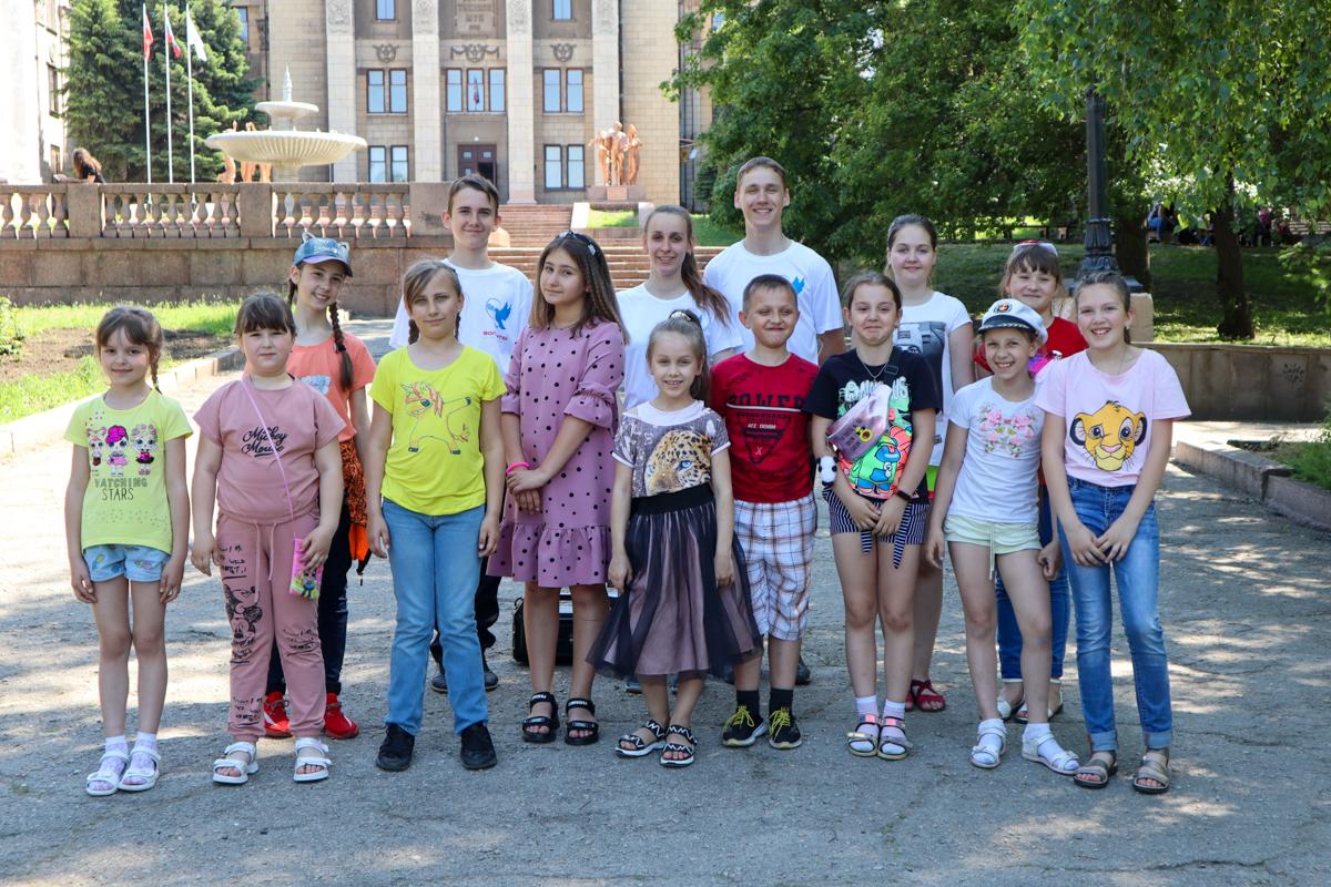Ребят из прифронтовых городов и районов ЛНР поздравили с Международным днём защиты детей 2