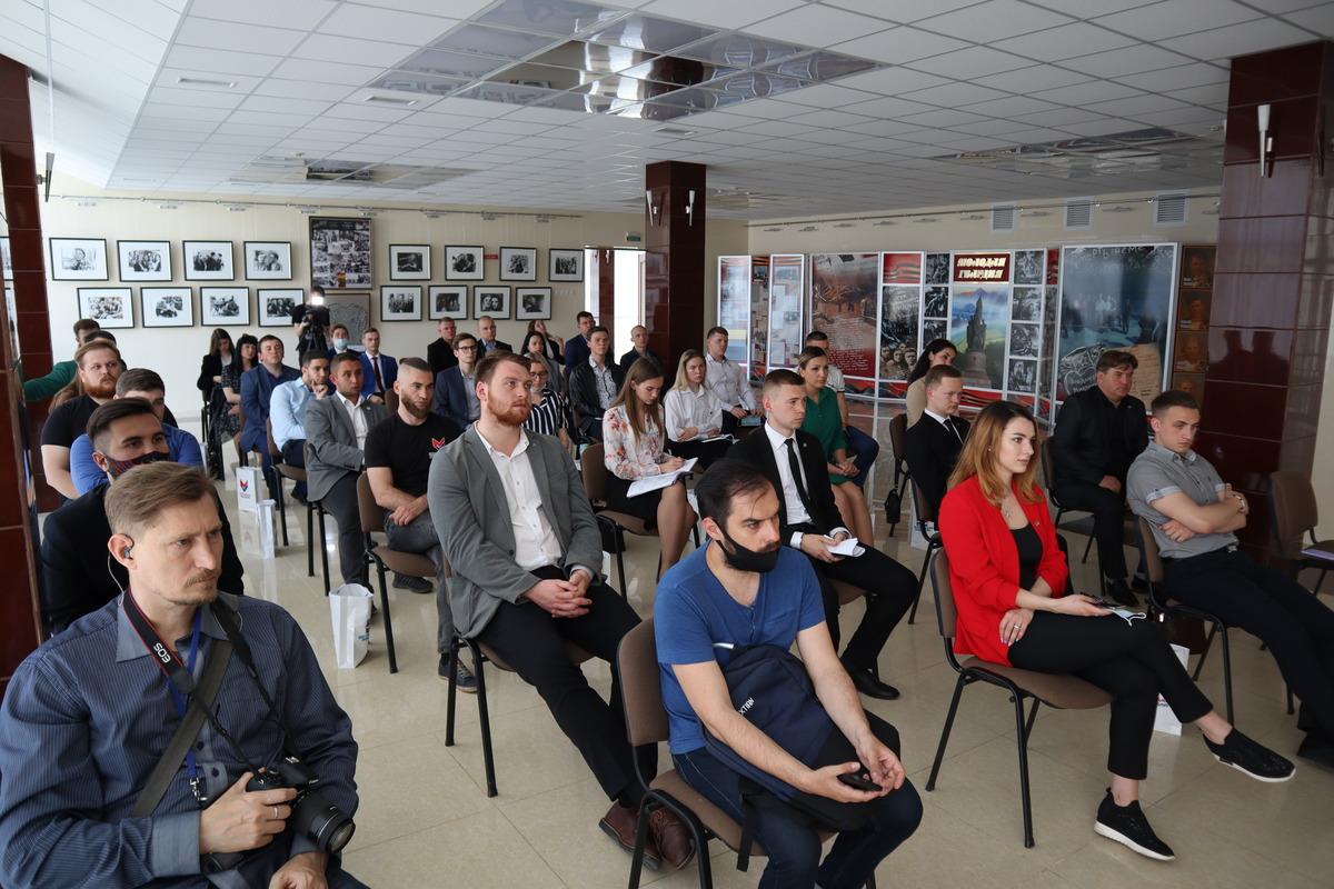 Молодёжь ЛНР и ДНР подписала соглашение о сотрудничестве и провозгласила манифест 8