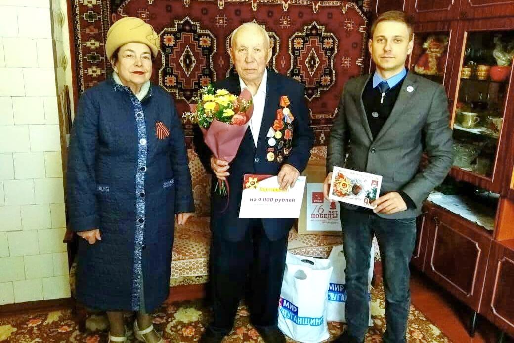 Ветеранов поздравили в Красном Луче с Днём Победы