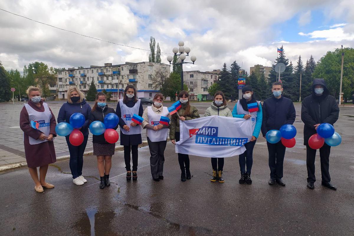 Во всех городах ЛНР активисты отметили День Луганской Народной Республики 5