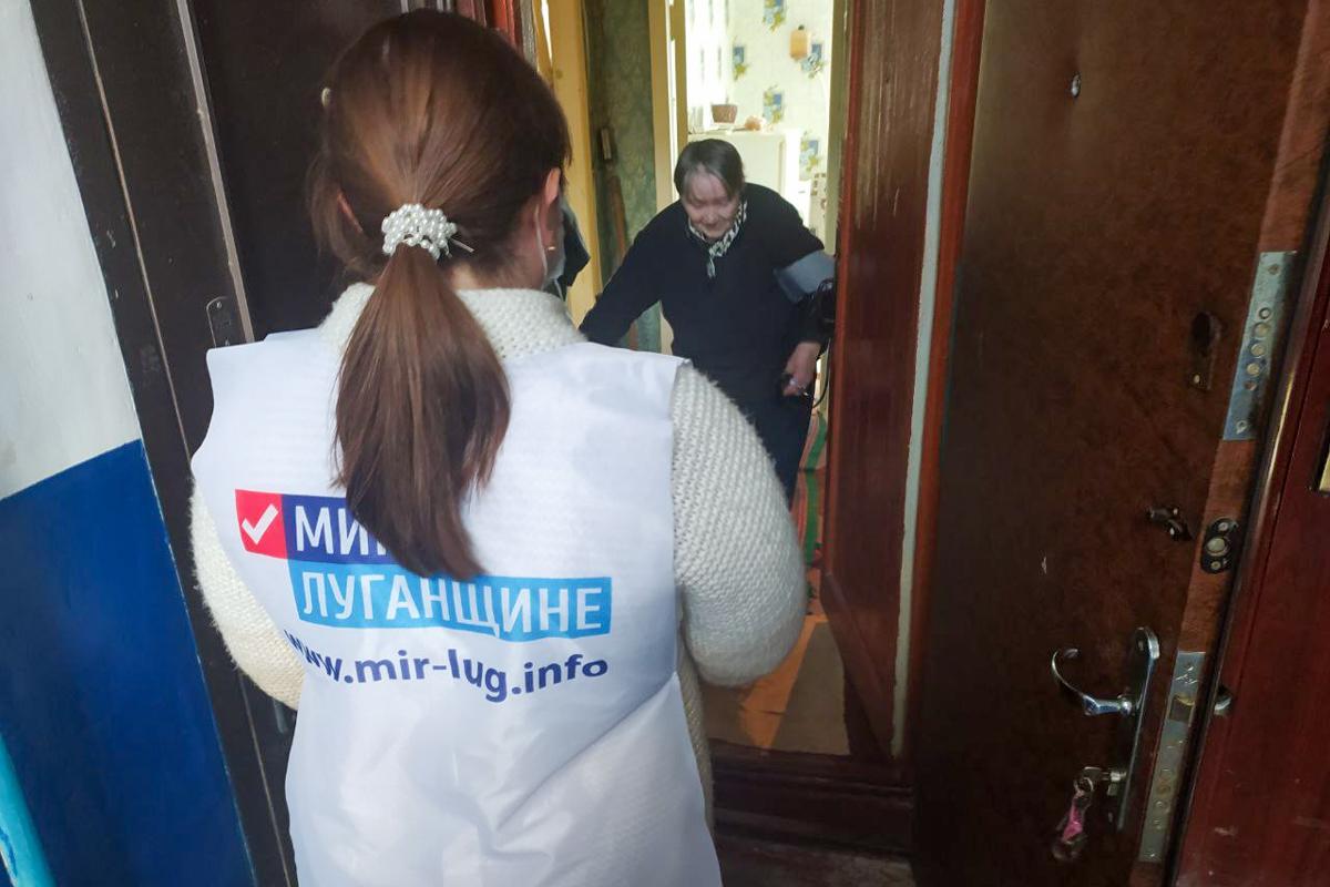 Первомайские волонтёры помогли жительнице города