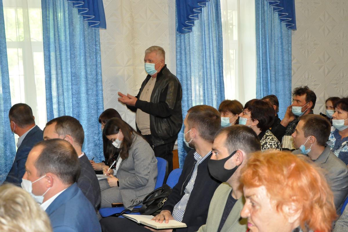 Денис Мирошниченко встретился с активистами ОД «Мир Луганщине» из Ирмино 2