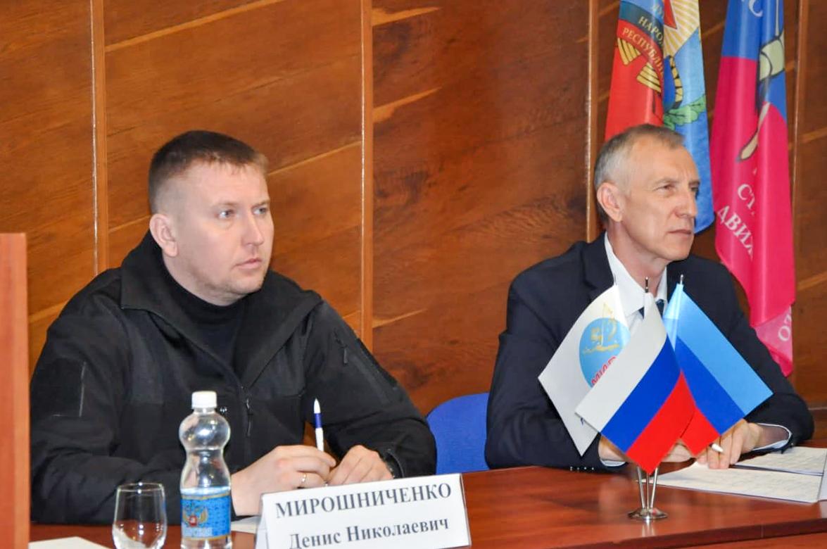 Денис Мирошниченко встретился с активистами ОД «Мир Луганщине» из Ирмино