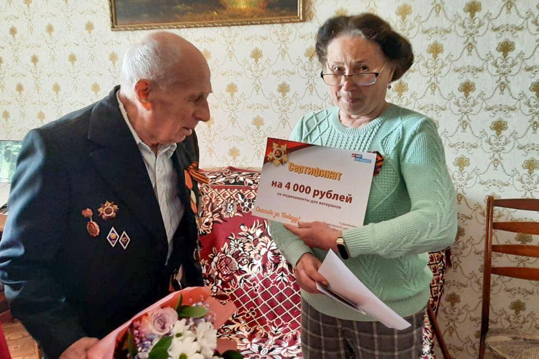 В Луганске ветеранов Великой Отечественной войны поздравили с Днём Победы 4