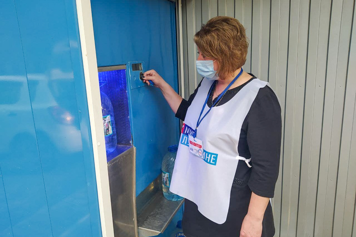 Волонтёры Славяносербщины помогли двум жителям города Зимогорье
