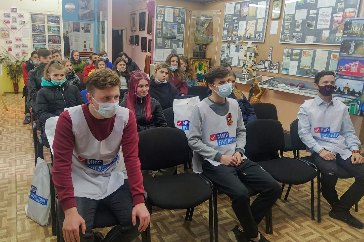 Во всех городах ЛНР активисты отметили День Луганской Народной Республики 4