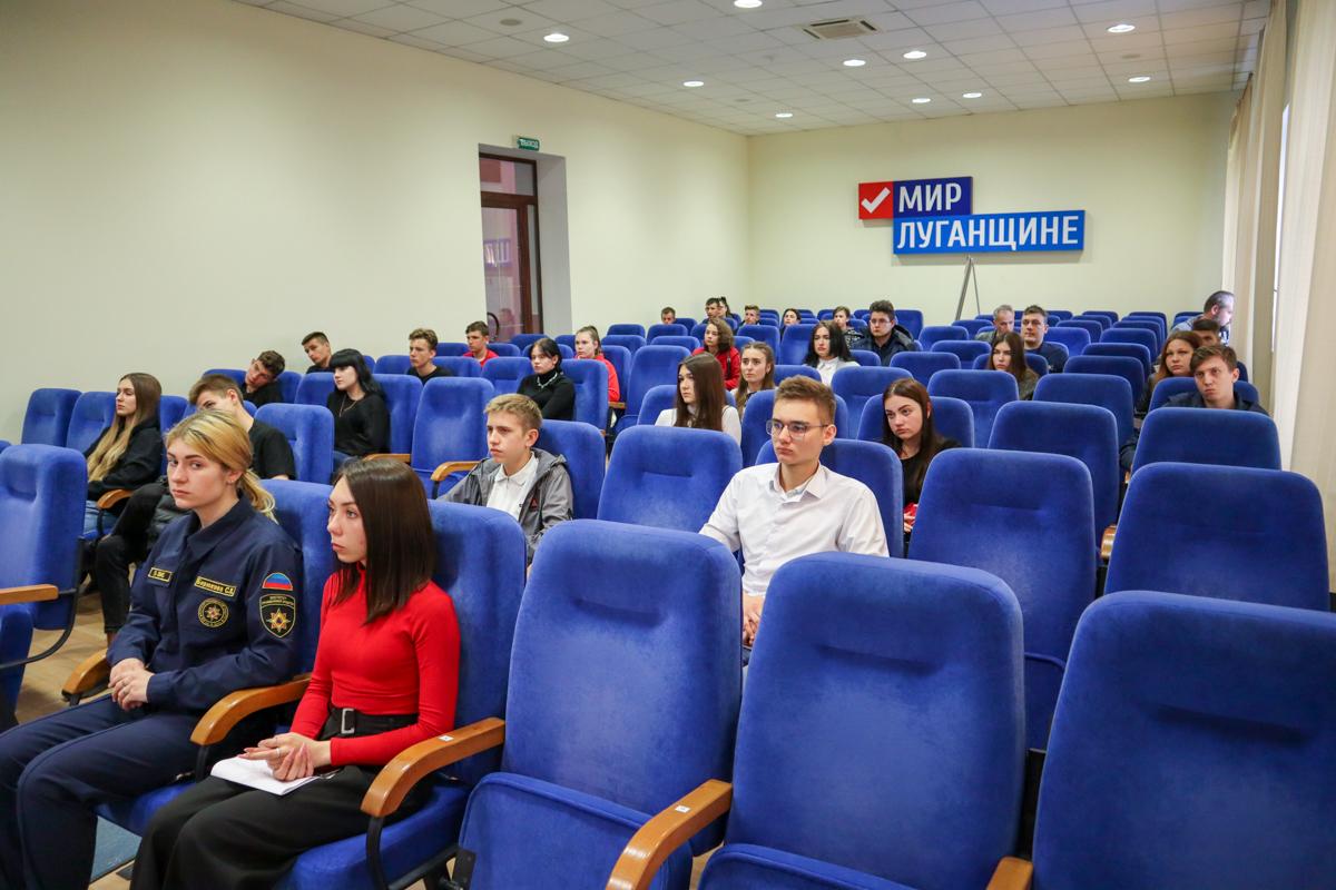 В ЛНР провели встречу о самоопределении Республики с представителями Абхазии и Бразилии 3