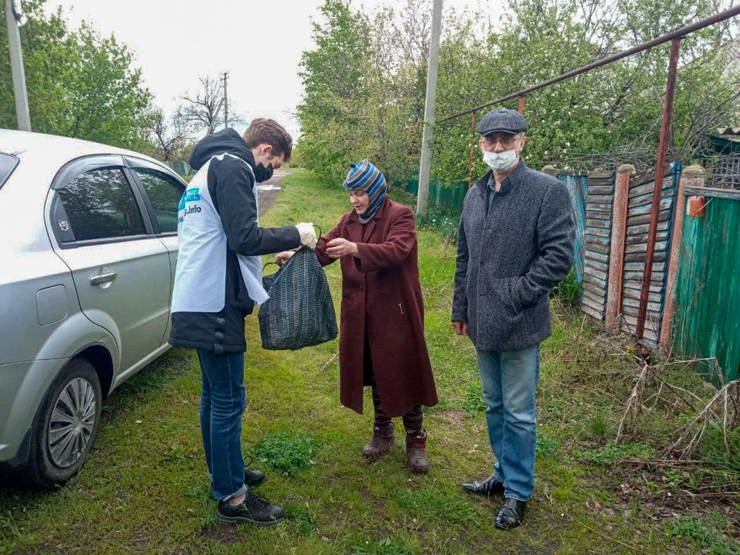 В рамках акции «Рука помощи» активисты помогли жительнице Кировска