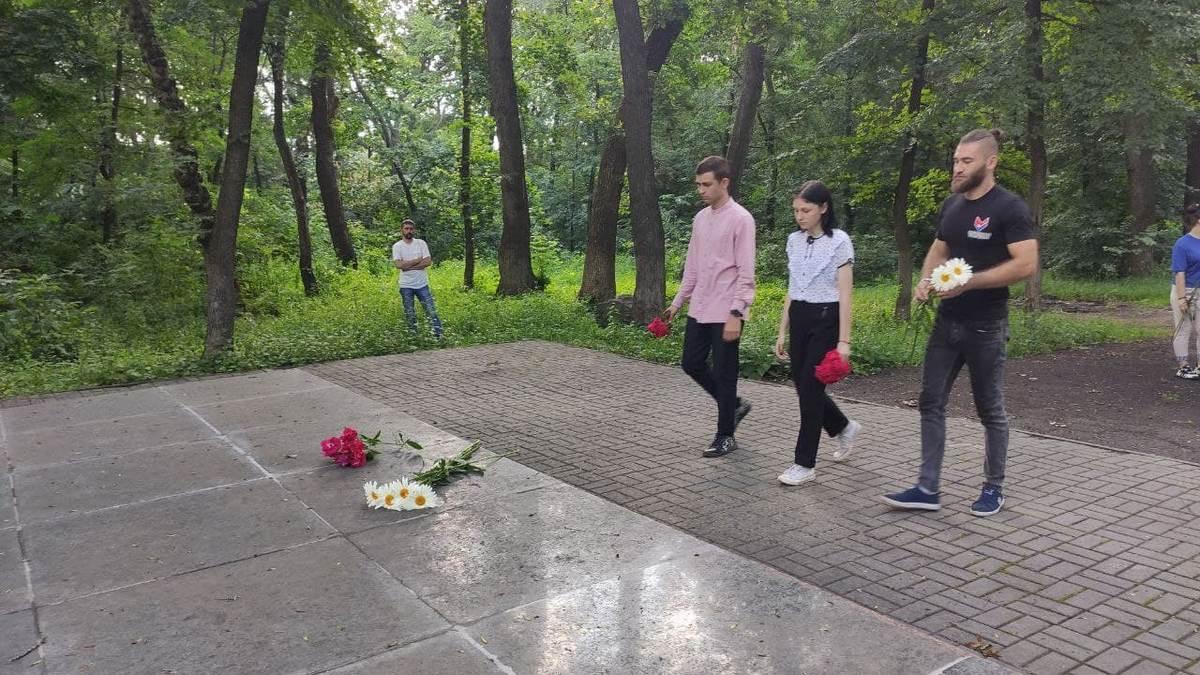 В городе Ровеньки почтили память партизан и подпольщиков