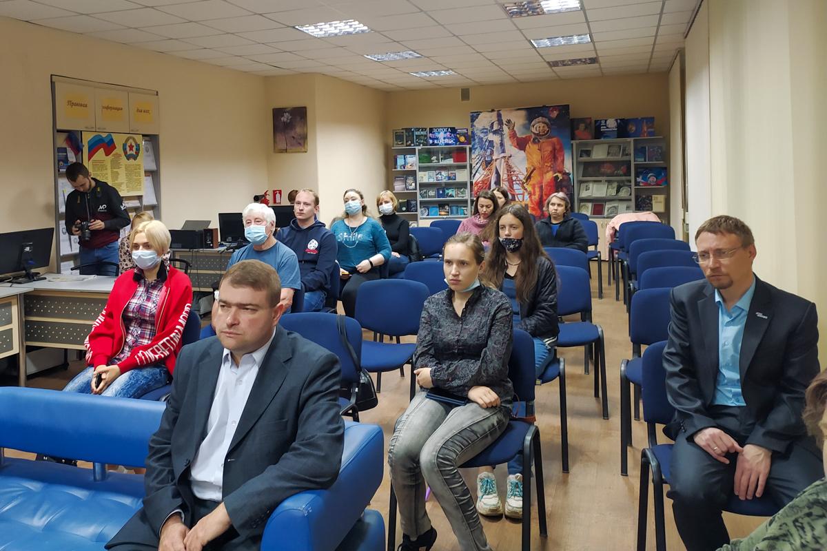 В ЛНР состоялись памятные мероприятия к 7-й годовщине авиаудара ВСУ по центру Луганска 10