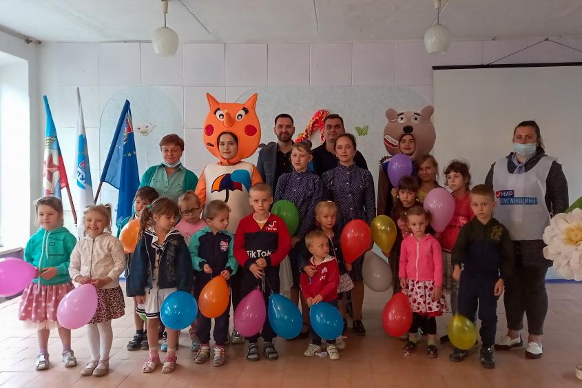 Детей поздравили с Международным днём защиты детей в разных городах ЛНР 16