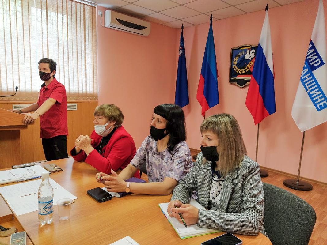 Активисты проектов «Забота о ветеранах» и «Молодая Гвардия» Перевальского района провели совместный брейн-ринг ко Дню России 1
