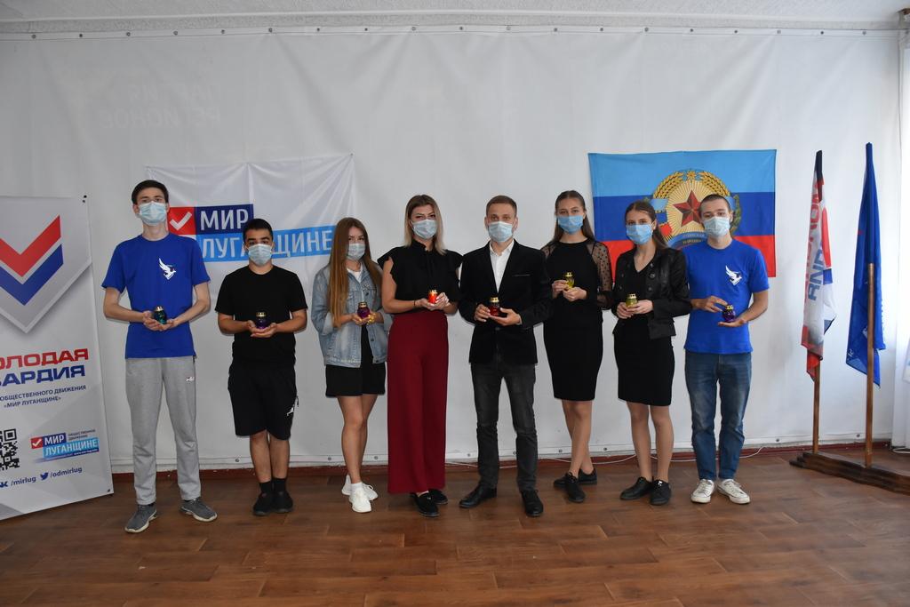Активисты ОД «Мир Луганщине» в Красном Луче почтили память убитых защитников ЛНР 1