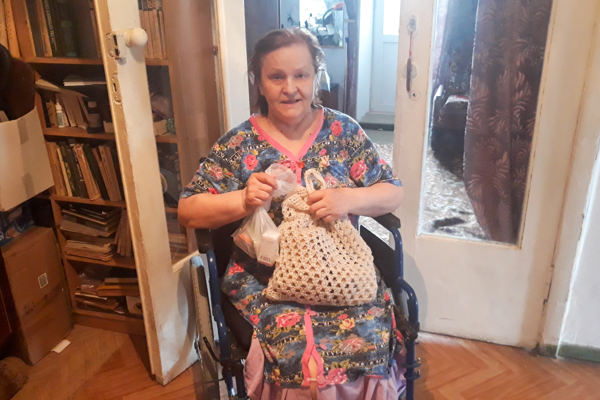 В рамках акции «Рука помощи» волонтеры помогли девяти жителям Луганска