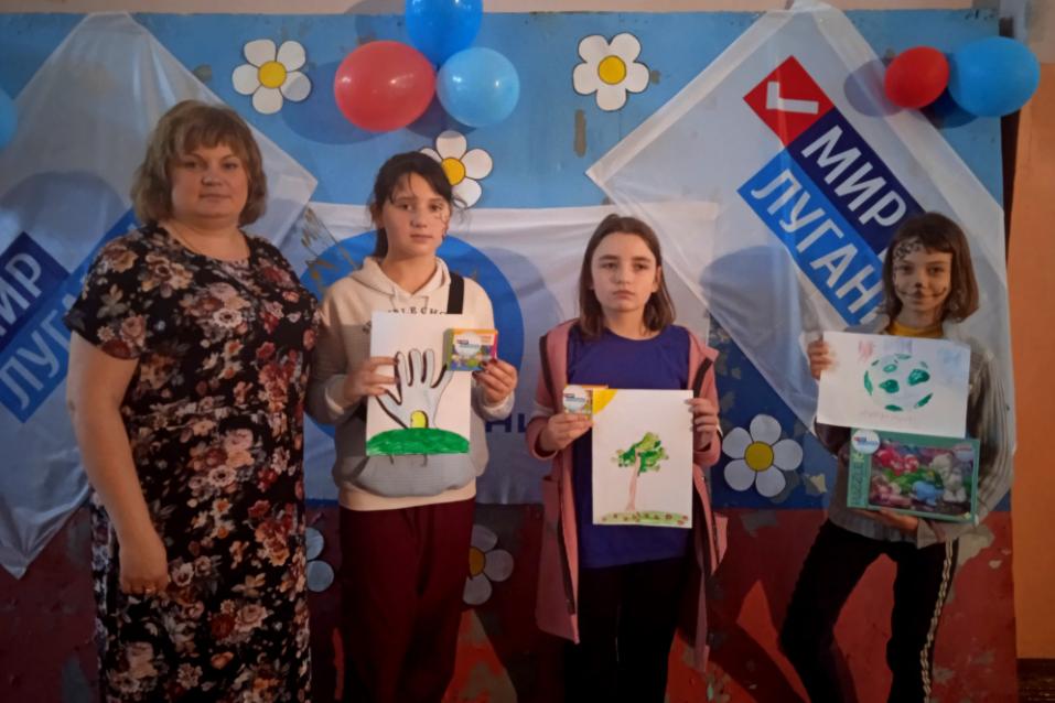 Детей поздравили с Международным днём защиты детей в разных городах ЛНР 7