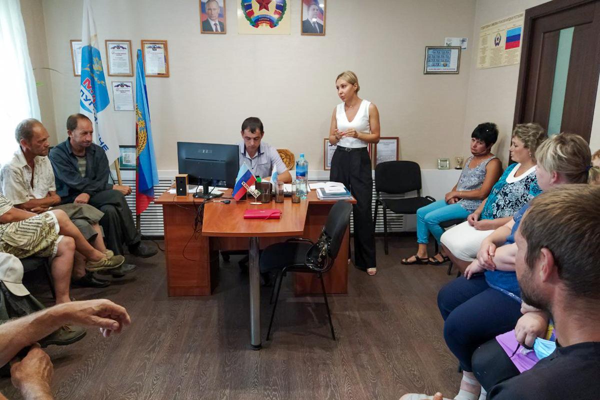 Руководитель Перевальского теротделения ОД «Мир Луганщине» встретилась с жителями села Петровка