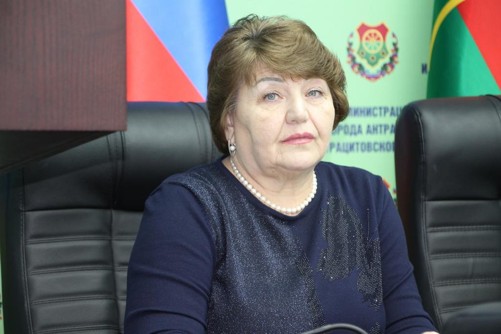 Депутат Елена Рахмукова оказала помощь жительнице Антрацита в получении документов 1