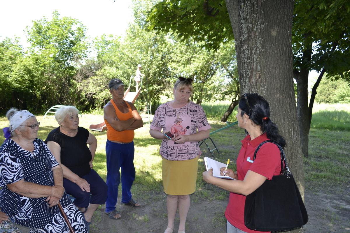 Депутат Белла Демешко встретилась с жителями поселка города Ровеньки
