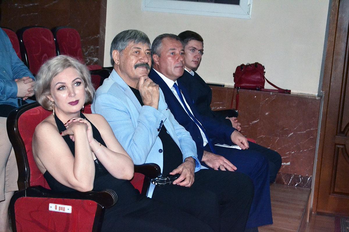 Денис Мирошниченко поздравил коллектив газеты «XXI век» 9