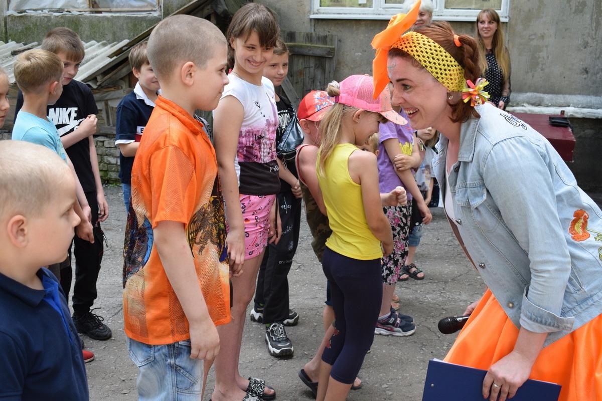 В поселке Донецкий произведены ремонтные работы в комнате школьника «Улыбка» 2