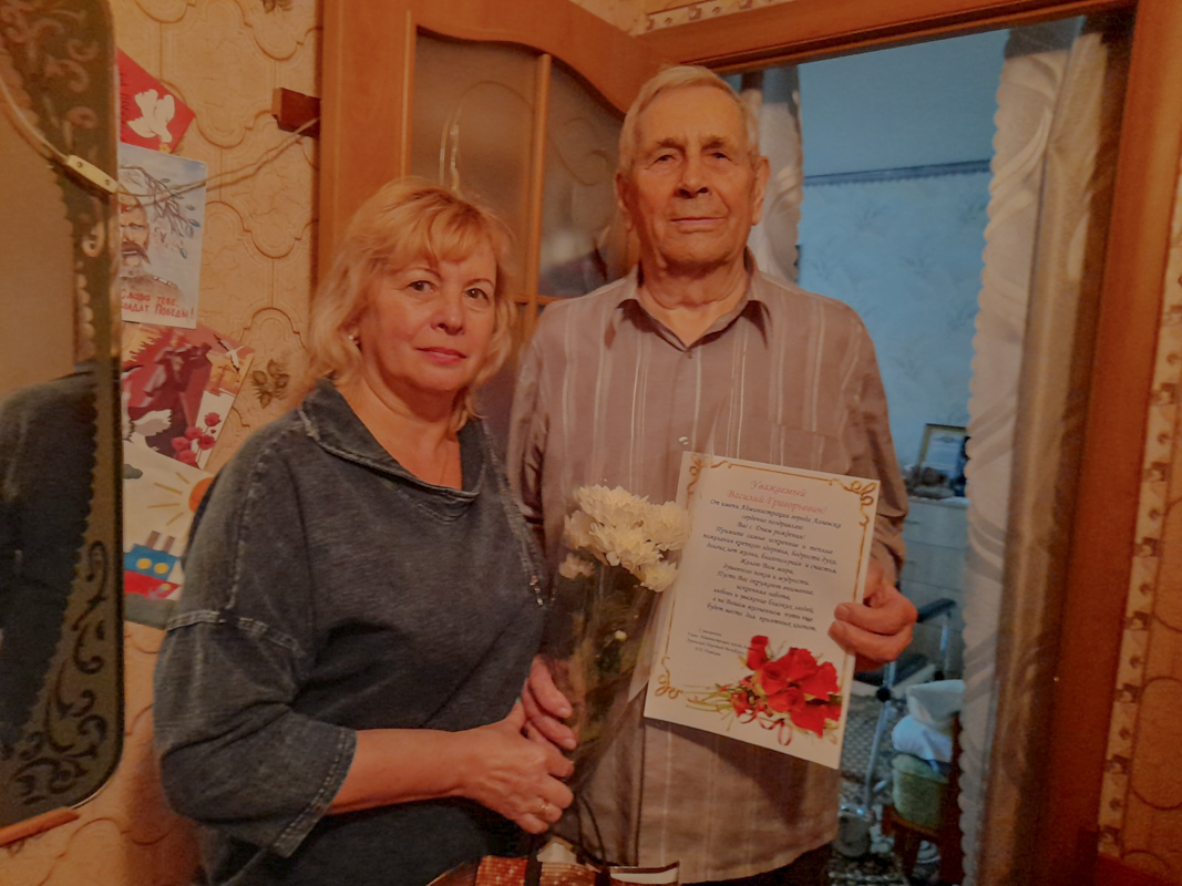 В Алчевске поздравили с днем рождения участника боевых действий в годы Великой Отечественной войны