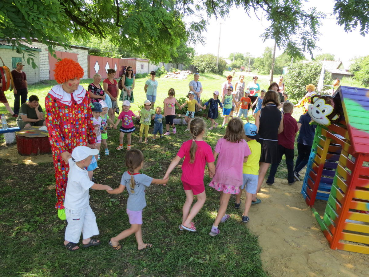 Торжественное открытие обновленной детской площадки прошло в жилом массиве Анненка