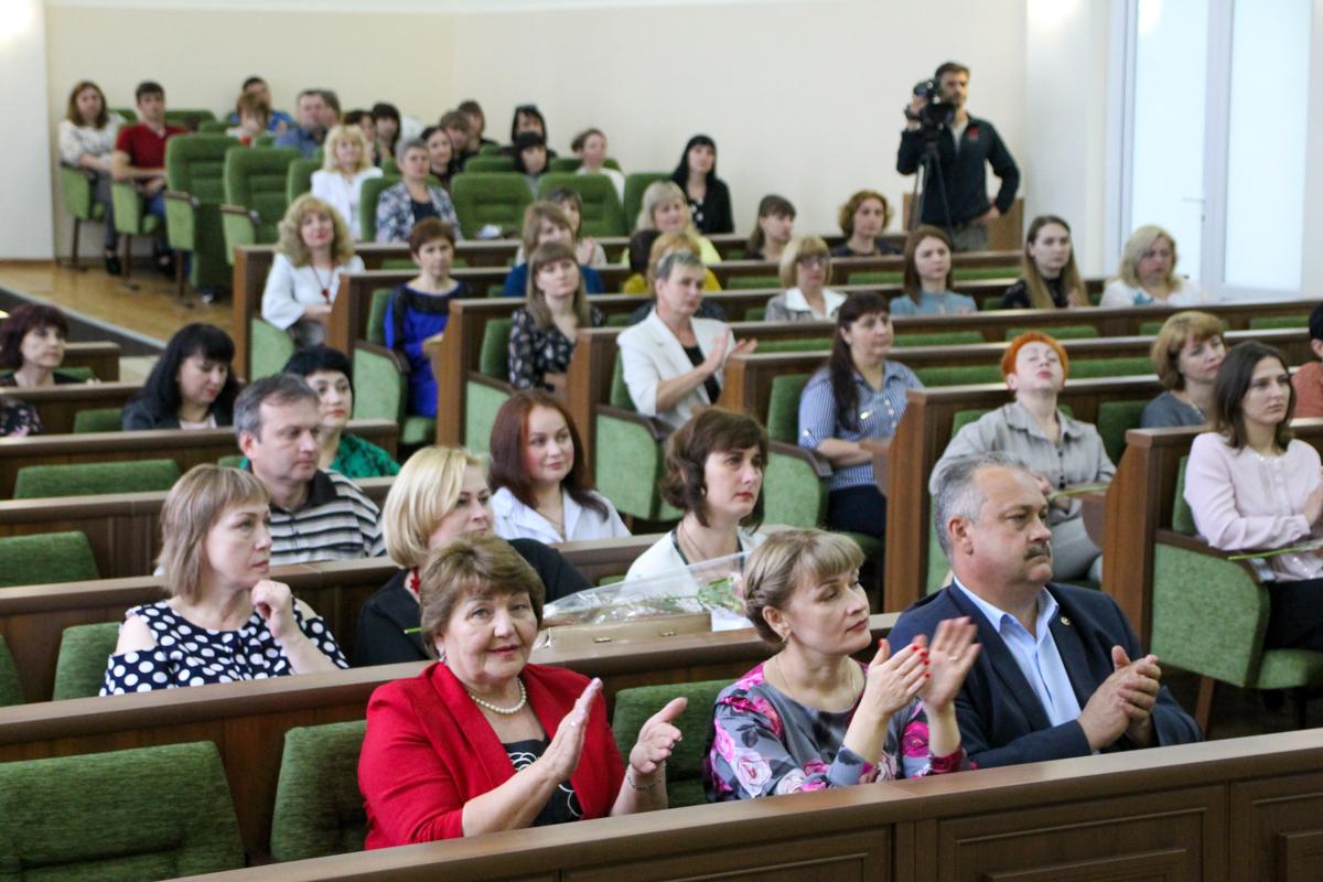 Елена Рахмукова поздравила работников социальной сферы с профессиональным праздником