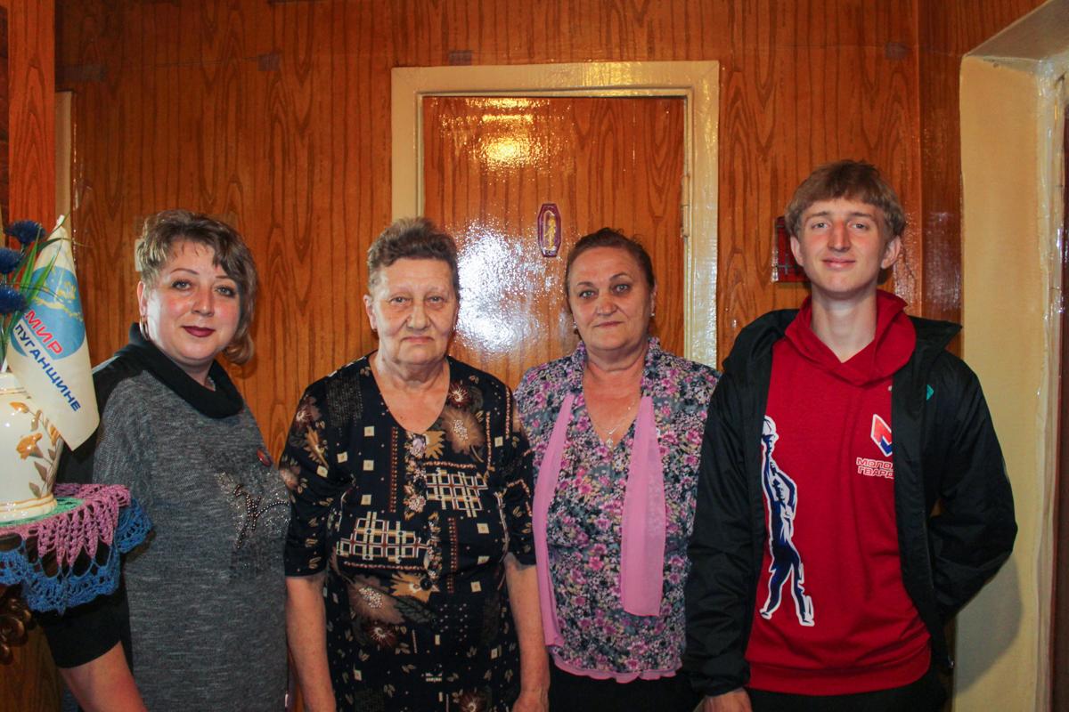 В Славяносербске с 70-летием поздравили активистку проекта «Забота о ветеранах» 2