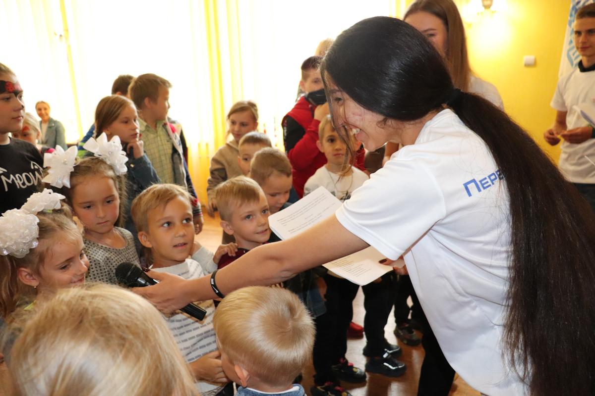 Детей поздравили с Международным днём защиты детей в разных городах ЛНР 2