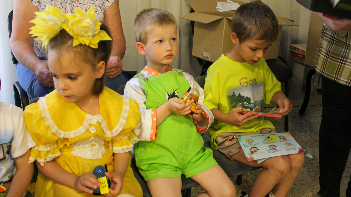 Воспитанников луганского детского дома № 1 поздравили с Международным днём защиты детей 2