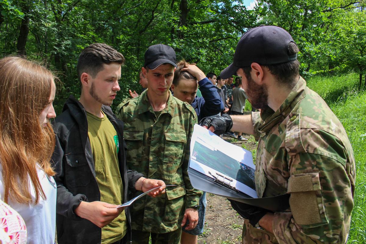 В Луганске прошёл военно-спортивный квест «Дорога домой», посвящённый Дню России 2